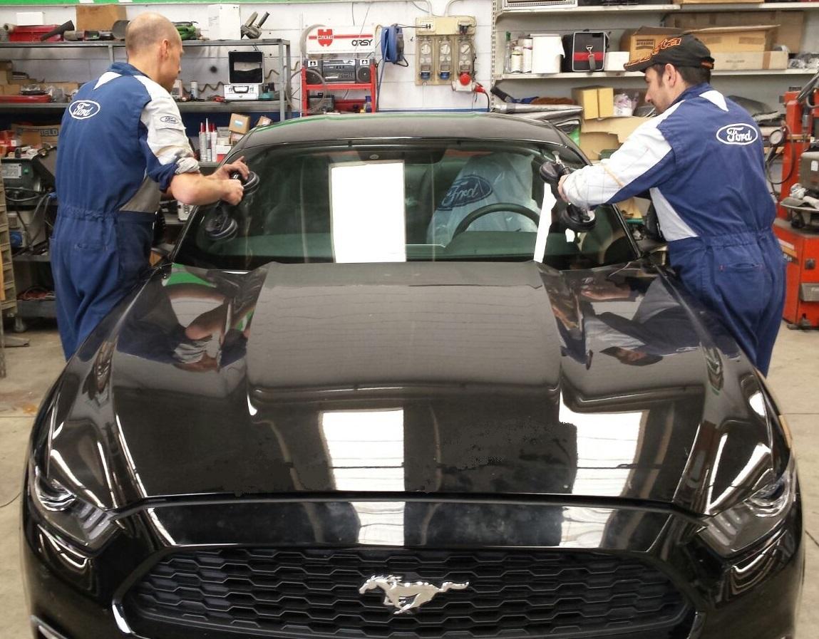 Sostituzione vetro Parabrezza Ford Mustang